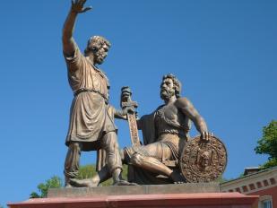 Памятник гражданину Минину и князю Пожарскому на Красной площади в Москве