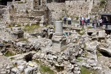 Вифезда. На переднем плане остатки древней византийской церкви